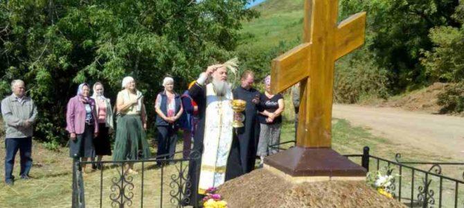 По благословению преосвященнейшего Антония епископа Сарапульского в деревне Благодать Алнашского района установлен поклонный крест на месте разрушенного храма.