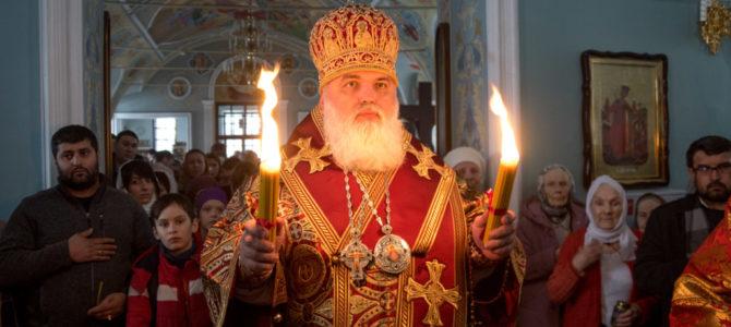 Встреча благодатного огня в Сарапульской епархии.